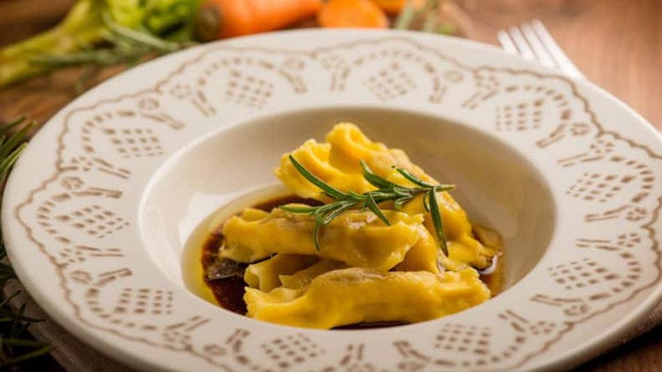 Hausgemachte Pasta: Caramelle mit Spargelfüllung