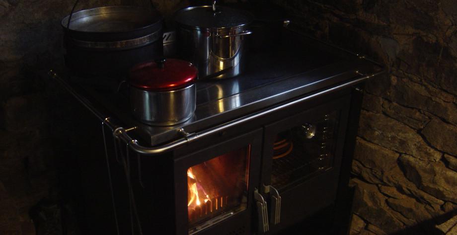 Der neue Ofen für Wärme und zum Kochen