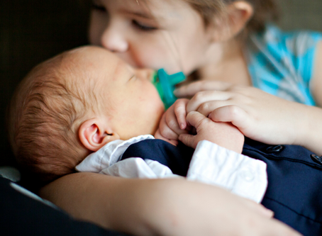 10 TIPS FOR JUGGLING A NEW BABY AND A TODDLER