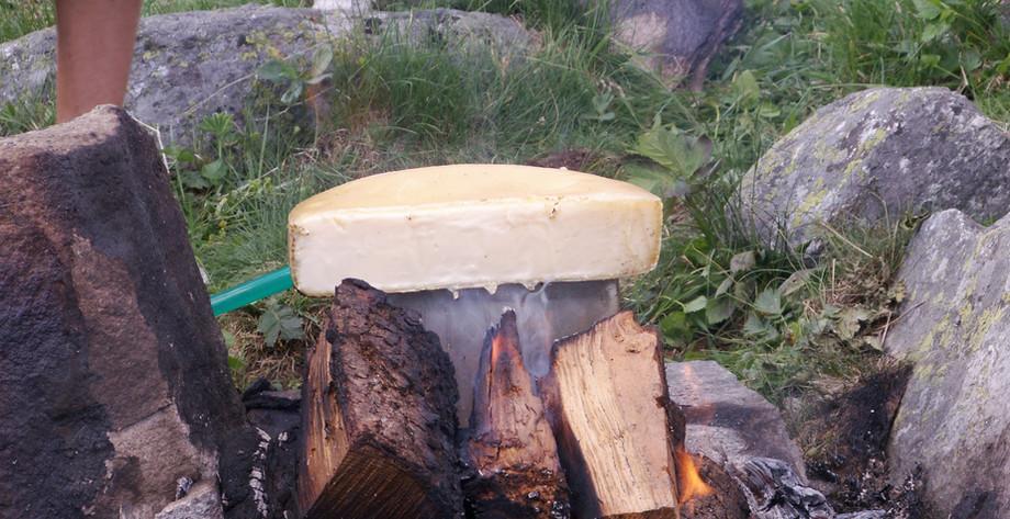 Raclette auf dem Feuer