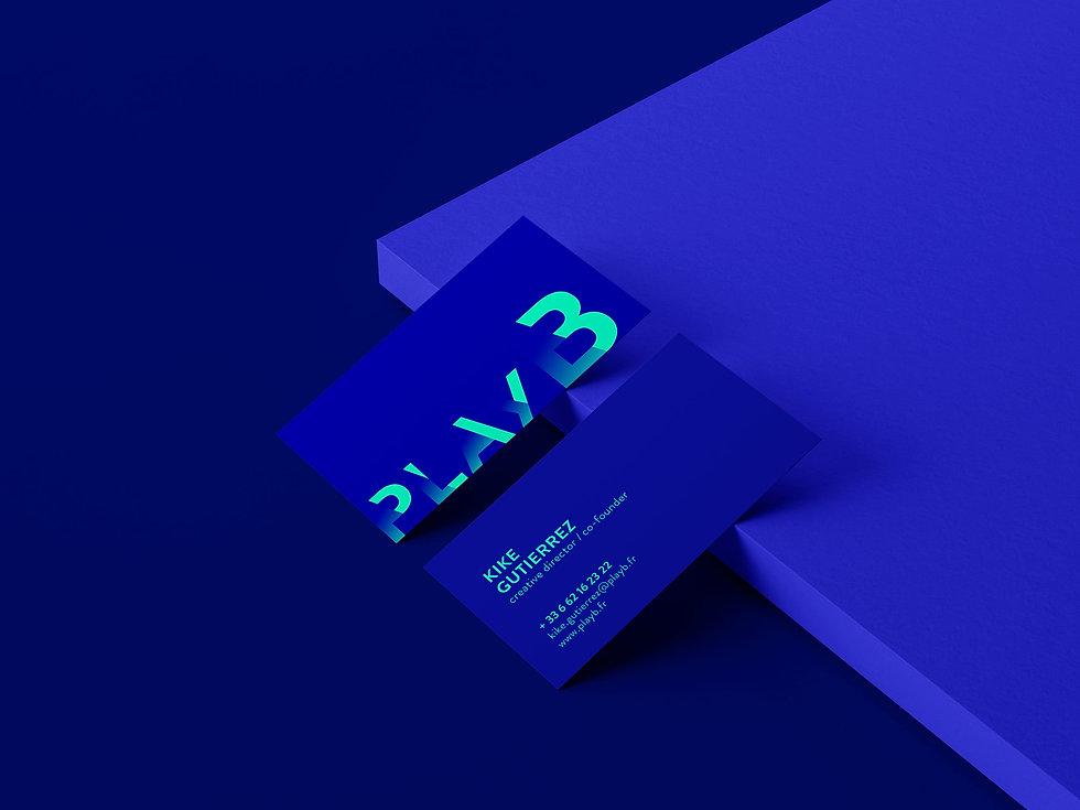 Des belles cartes de visites avec la nouvelle identité visuelle de l'agence PlayB