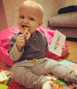 This little cutie loves his organic teether #curiokid #toysubscription #lovemyclients #learningthrou