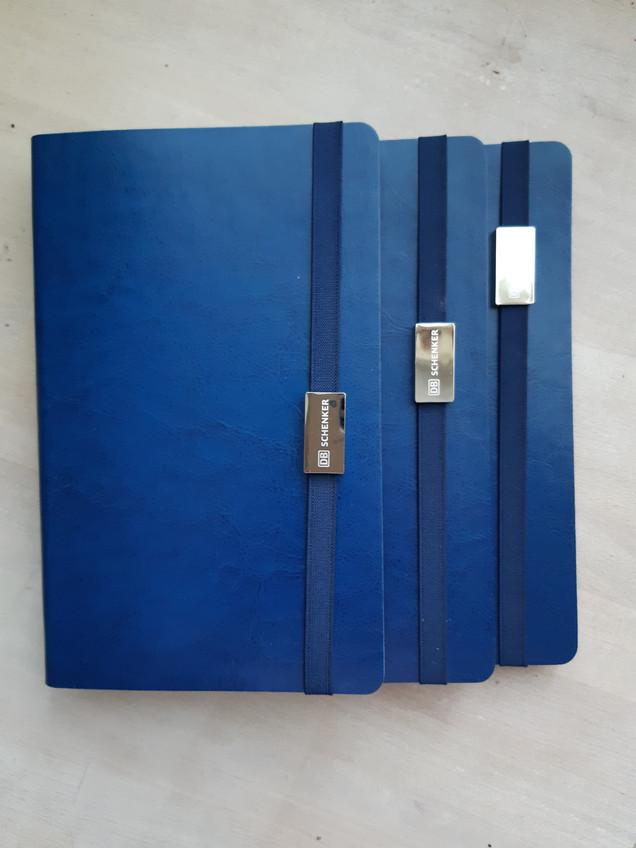 Ежедневник с логотипом выполненным тиснением