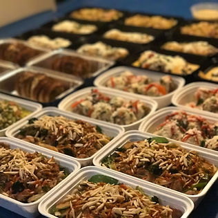 30 containers filled with ready to eat meals prepped for a client