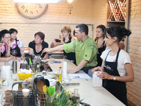 Chef Mark teaches a cooking class