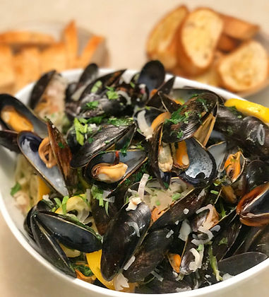 Steamed Provençale style Mussels for a crowd