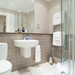 21 Hanover Street Family Bathroom