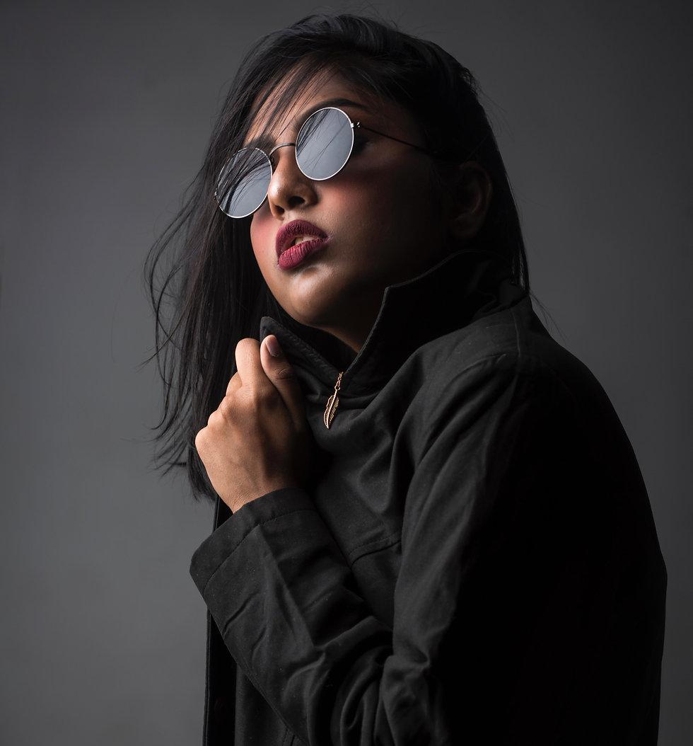 woman-posing-for-photo-shoot-1689731_edi
