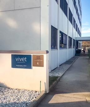 vivet-privatschule-eingang.jpg