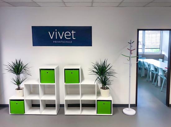 vivet-privatschule-vorraum.jpg
