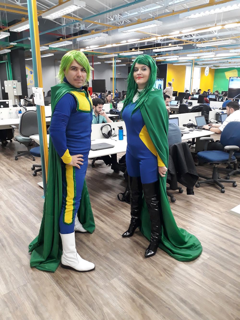 Super-heróis da Cia. Traquitana em lançamento da Algar Telecom.