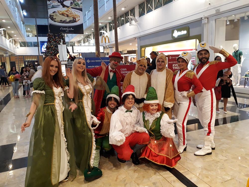 Parada Natalina da Cia. Traquitana no Center Shopping Uberlândia