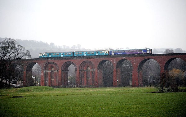 Pic of DMU on Whalley Viaduct 2011.jpg