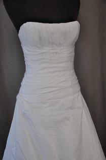 Svatební šaty číslo 208