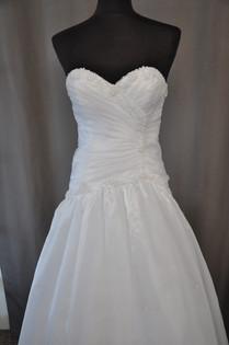 Svatební šaty číslo 213