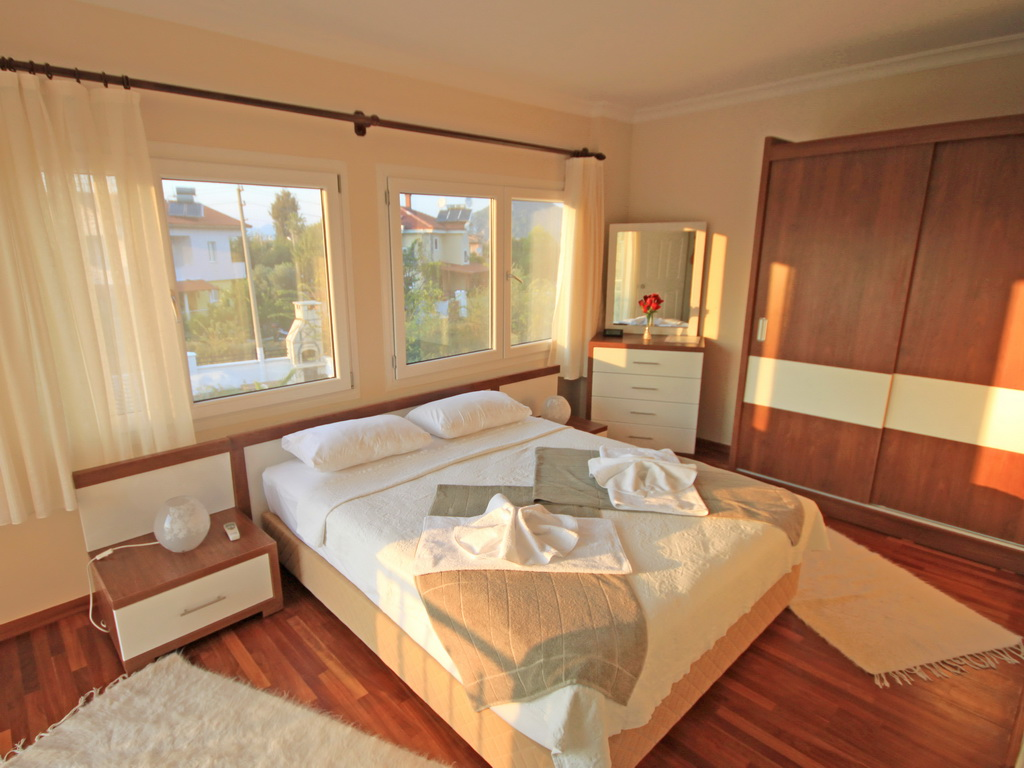 Master bedroom - en-suite