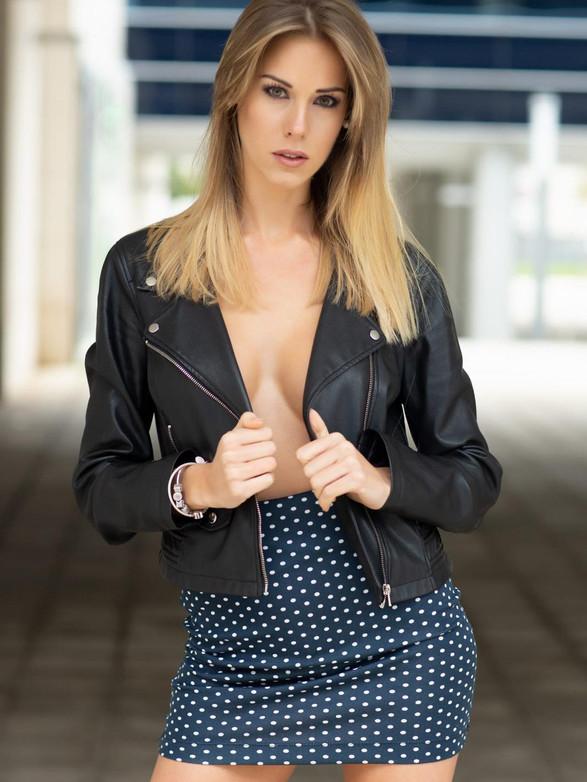 LAURA E