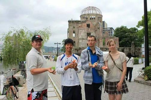 チェコ人の人たち。青い服の男性は日本のアニメが好きでその影響で日本語も勉強してい
