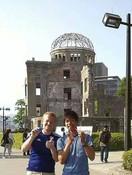 多分フランス人!ガイド終了後、平和公園を散歩していると日本代表のユニフォームを着