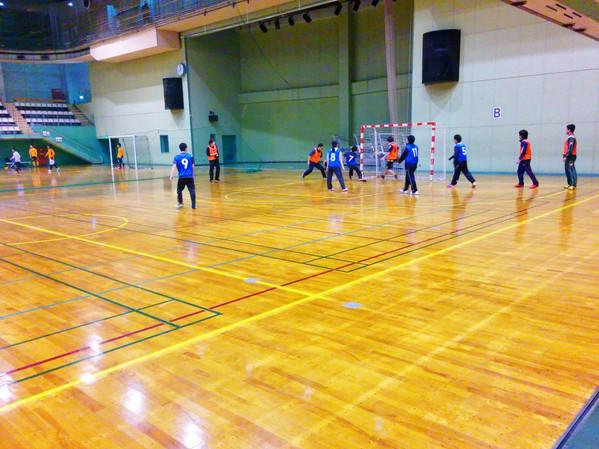 体育館での球技
