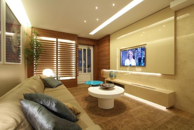 na-sala-de-cinema-idealizada-pela-arquiteta-tania-bertolucci-a-caixa-que-embute-as-lareiras-foi-exec