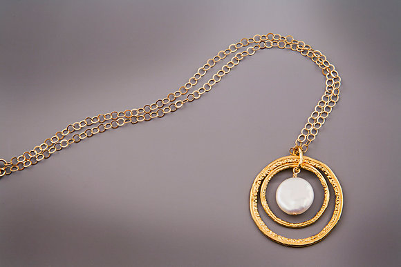 Double Circle Necklace with pearl