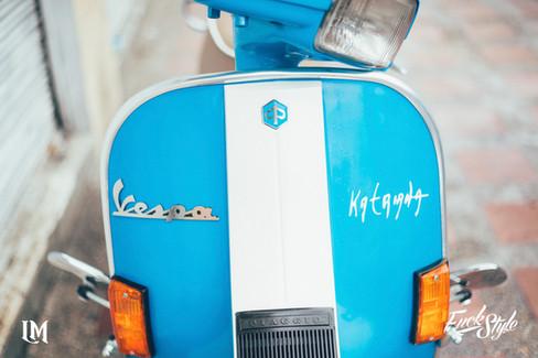 Lolana Motos Vespa.jpg