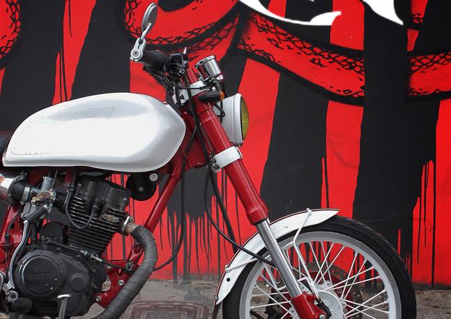AKT Cafe Racer Bogota.jpg