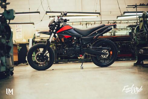 Lolana Motos Supermotard.jpg