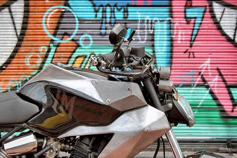 Lolana motos pulsar.jpg