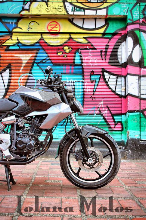 Lolana motos.jpg