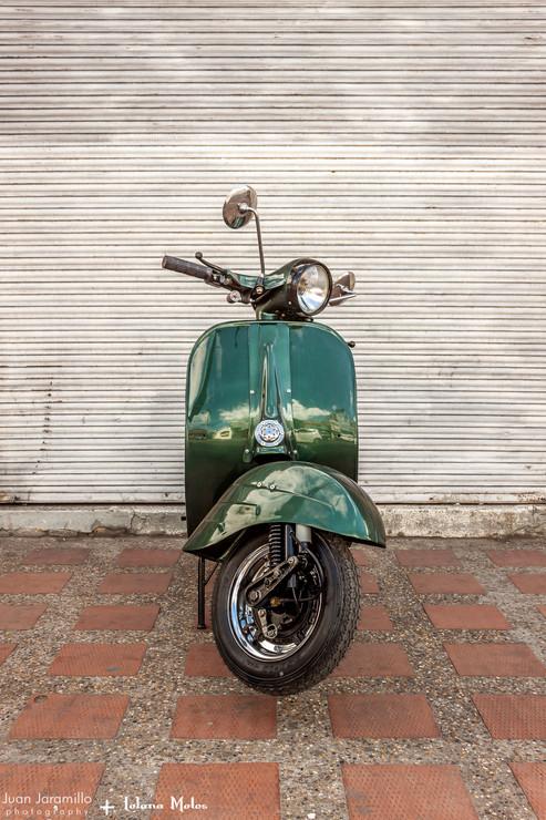 Lolana Motos Vespa Love.jpg