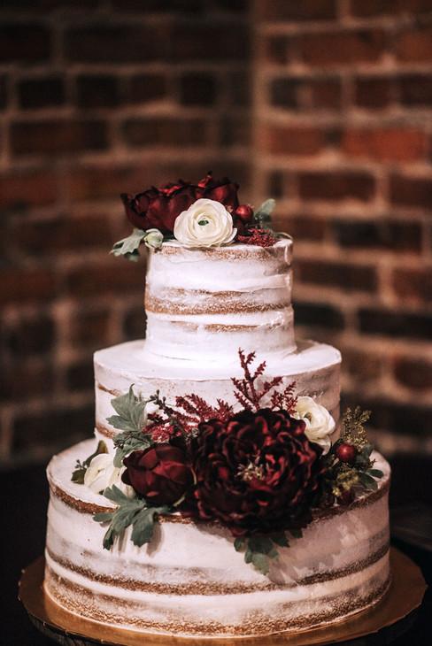 QC_Event_Design_Rustic_Cake_Burgundy_Flo