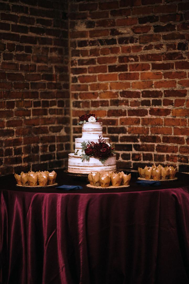 QC_Event_Design_Rustic_Wedding_Cake_burg