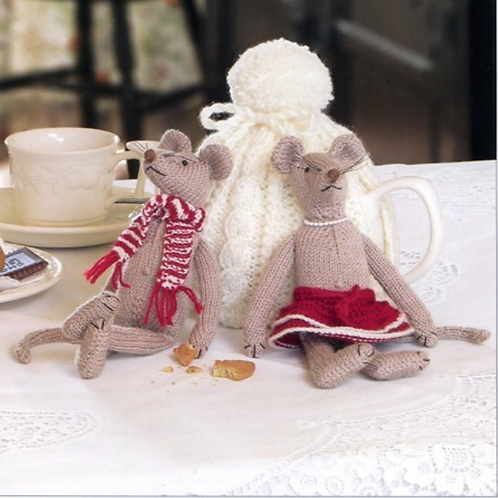 Knits & Pieces - Fred and Alice Mice Knitting Pattern - KP-04