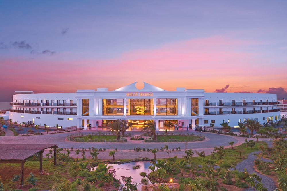 modern-beach-hotel-in-African-island-Sal