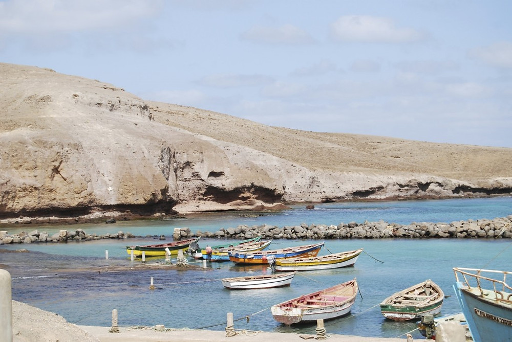 colorful-wooden-fishing-boats-in-Pedra-Lume-harbor