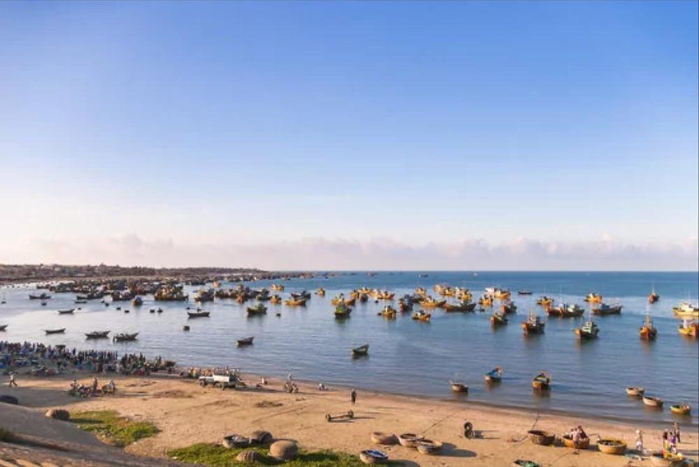 pittoresque-fishing-island-harbor-in-Pedra-Lume
