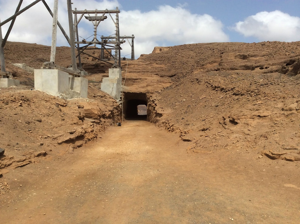 tunnel-in-a-salt-mine-from-1800