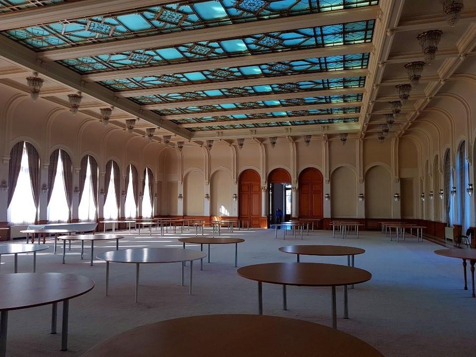 sala-mare-cu-o-capacitate-de-1000-persoane-din-Centrul-de-Conferinte-al-Palatului-Snagov