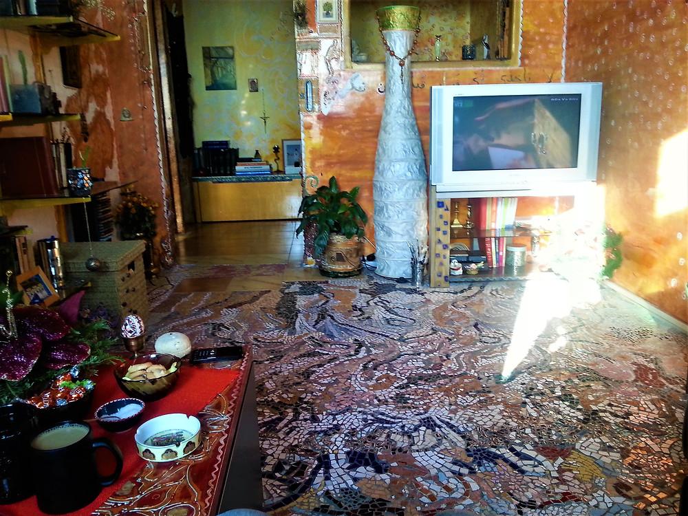 vivid-colours-and-mosaic-oriental-style-apartment-Bucharest
