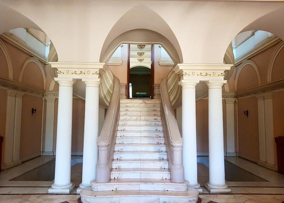 scari-intrare-sala-de-conferinte-Palatul-Snagov