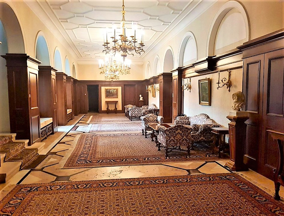 the-ground-floor-hallway-Snagov-Palace