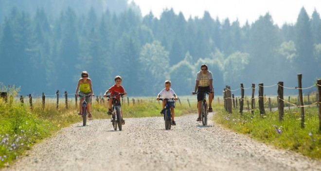 cinematic--village-in-Transylvania