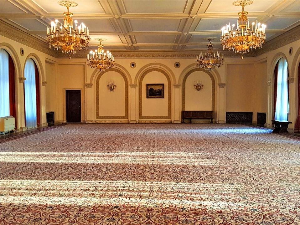ballroom-snagov-palace-residence-building