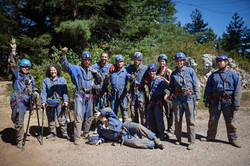 הקבוצה לפני המערה
