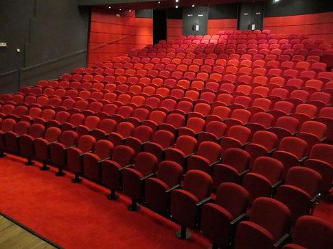 la-grande-salle-du-theatre.jpg