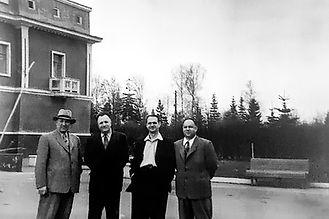 """Б.В. Петровский (второй слева)  в доме отдыха """"Опалиха"""""""