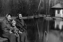 1961_Vesna_u_besedki_v3