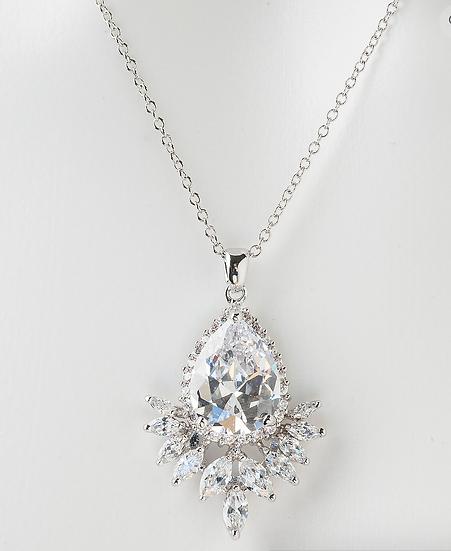 Nova Pendant Necklace